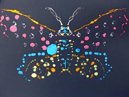Stage arts plastiques enfants, papillon en peinture